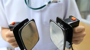 اختراع دستگاه شوک الکتریکی قلب